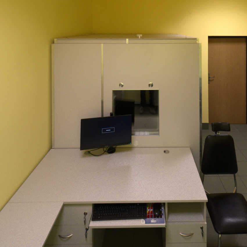 Audiometryczna kabina ciszy Kc-180 do badania słuchu.